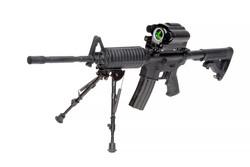 צילום רובה על רקע לבן