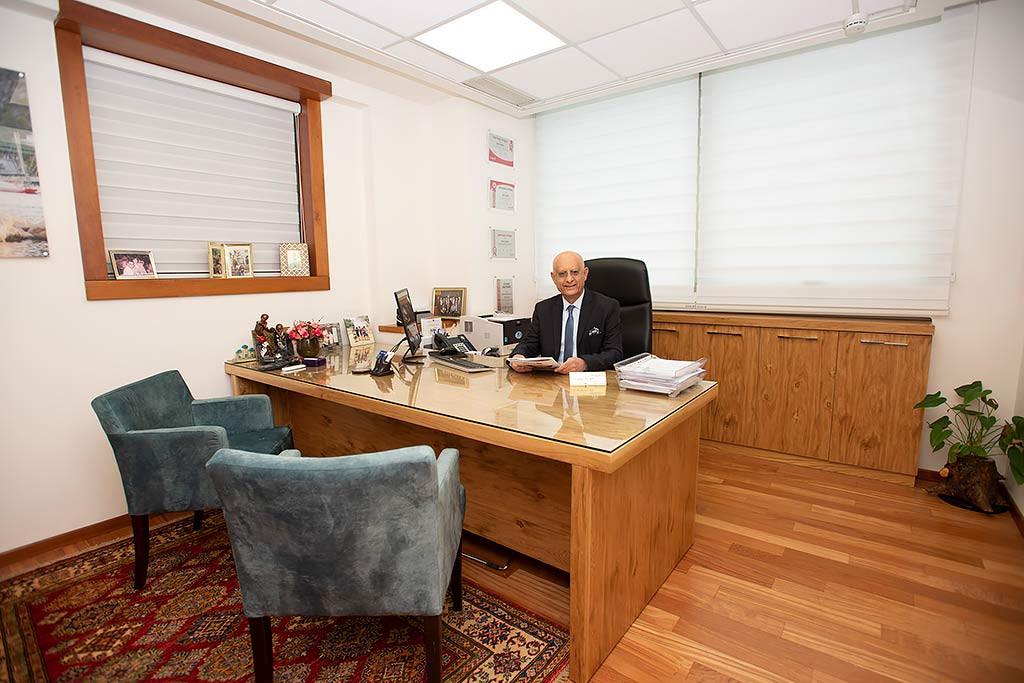 המשרד של איציק סימון