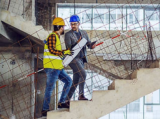 מפקח בנייה באתר