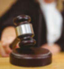 שופט עם פטיש