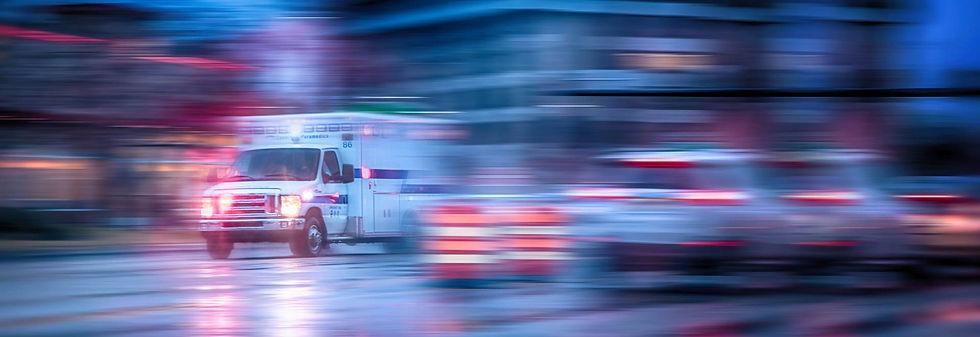 אמבולנס-עם-נפגע-תאונת-עבודה-באתר-בנייה-V