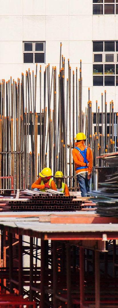 צילום פועלים באתר בנייה