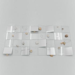 sem título, 2019 Placas de vidro, espelho, pedras e fragmentos de vidro 60cm x 40cm x 5cm