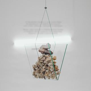 sem título, 2019 Placas de vidro, pedras e cabo de aço  120cm x 32cm x 30cm