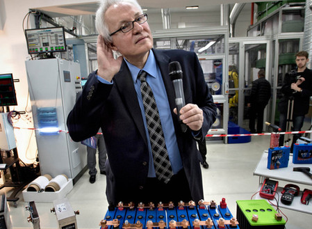 Naukowiec Jan Procházka uważa, że ma rewolucyjny wynalazek baterii. Jego firma HE3DA już produkuje p