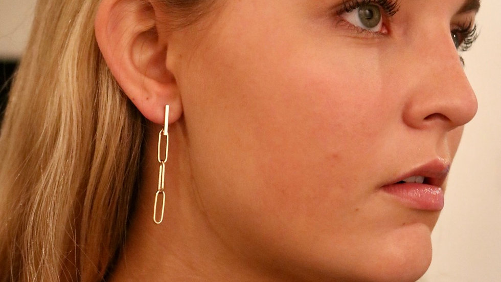 Link chain drop down earrings