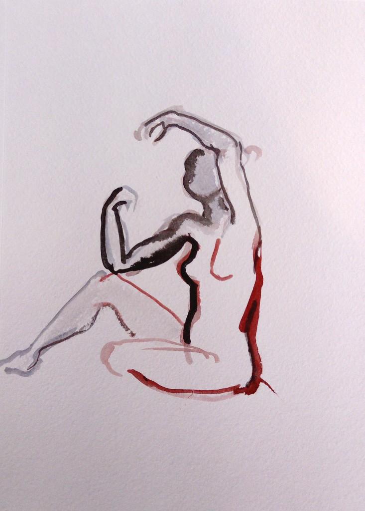 istuva nainen kädet ylhäällä