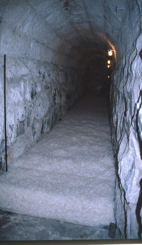 2000 Höyhenet Luolassa