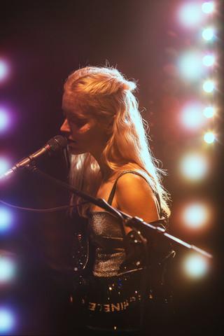 Robin De la Rue acoustic piano cover