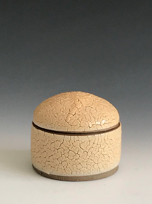 Lidded container 4