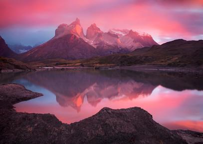 Los-Cuernos-sunrise-2,-Torres-del-Paine-