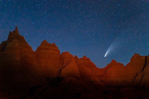 Comet-NEOWISE-5,-Badlands-National-Park,