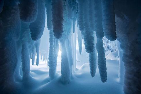 Paradise-Point-ice-caves-2,-Lake-Superio