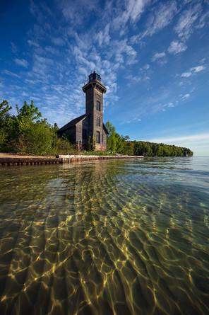 Grand-Island-Lighthouse,-Grand-Island,-L