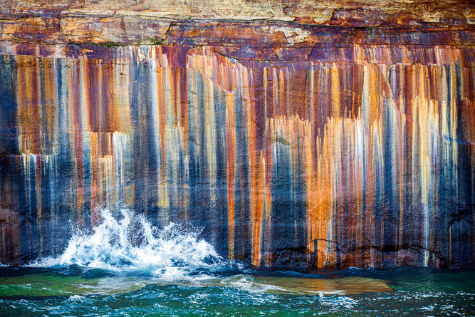 Mineral-stains-1,-Lake-Superior,-Picture