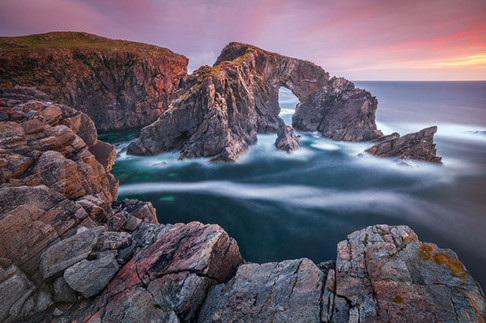 Stac-a-Phris-arch-4,-Isle-of-Lewis,-Scot
