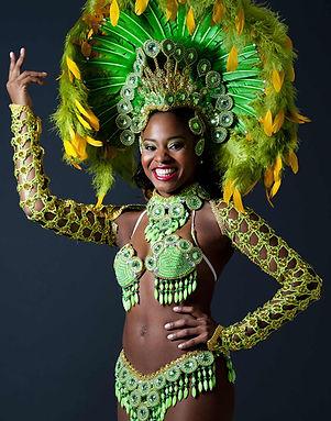 Samba-Tänzer in Kopfschmuck