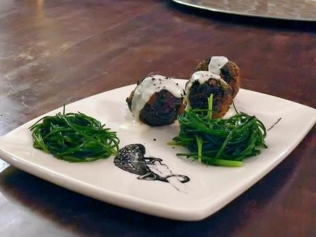 La cocina de Selvabella: Albóndigas de col negra y alubias blancas con salsa de stracchino y parmesa