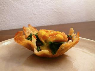 La cucina di Selvabella: Tuorlo d'uovo fritto su letto di spinaci in cestino di parmigiano