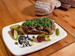 La cocina de Selvabella: Tosta de lampredotto (cuajar de vaca) con salsa verde y encurtidos