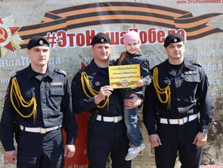 В Смоленске полицейские и сотрудники Росгвардии присоединились к акции #ЭтоНашаПобеда