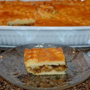 Пирог с мясом и капустой.
