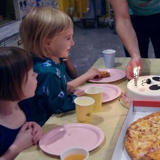 Как же здорово, когда детский день рождения проходит в нестандартной обстановке - в творческой мастерской!