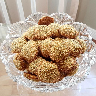 Cookies with chia and sesame.