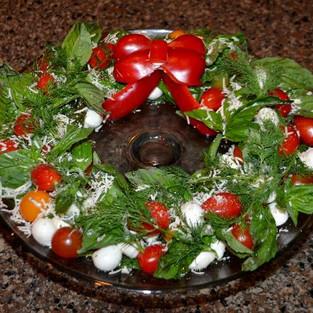 Salad 'Crown under the snow' (a la 'Caprese').
