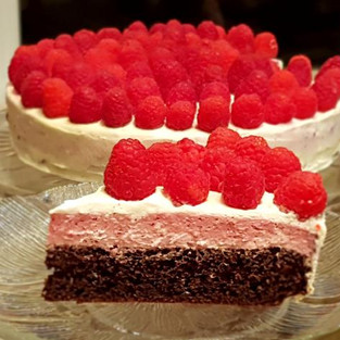 Cake 'Raspberries ' (without flour, butter and sugar).