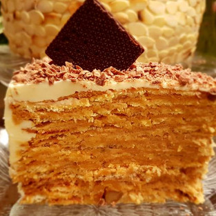 Cake 'Multilayered caramel'.