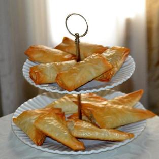 Слоеные пирожки с рыбой.