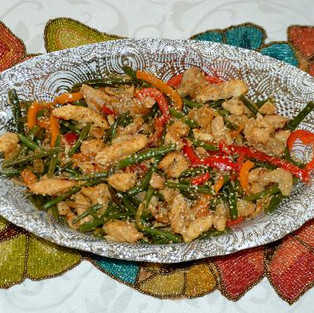 Warm salad with chicken and beans.