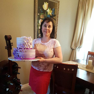 Как выглядит 8-килограммовый торт? Это огромный торт, как половина автомобиля!