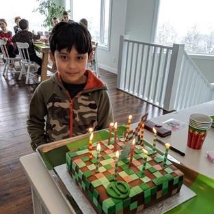 Что нужно любознательному мальчишке для счастья? Конечно, любимая развивающая игра!