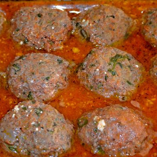 Beef meatballs with spinach.