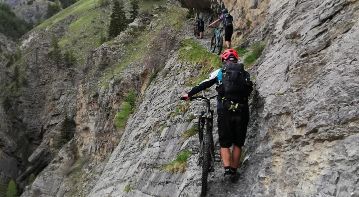 Passage in the cliff!