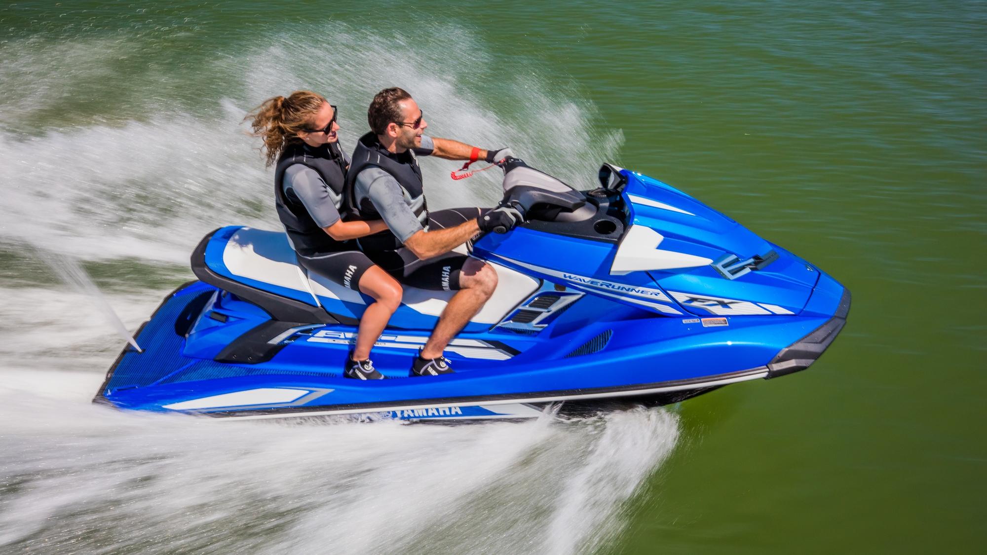 2017-Yamaha-FX-SHO-EU-Azure-Blue-Metallic-Action-001