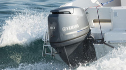 2015-Yamaha-F80-F100-EU-NA-Action-010