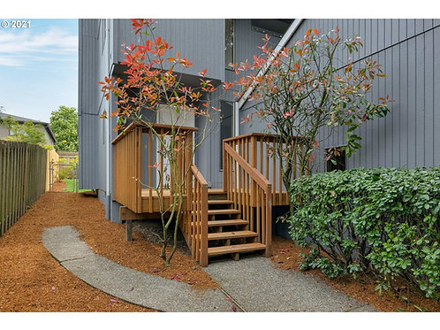 Fantastic location with this SW Portland, Oregon home for sale