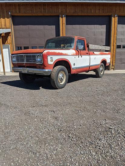 1973 International Harvester 1210 3/4 ton 4wd pickup truck