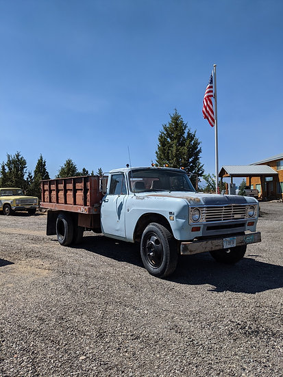 1975 International Harvester 500 1.5 ton truck with 11ft Knapheide flatbed and sides