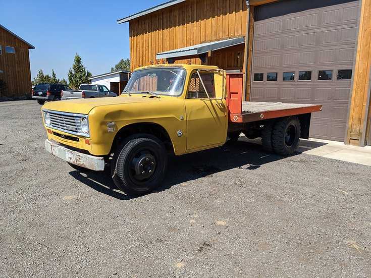 1974 International Harvester 500 flatbed 1.5 ton truck