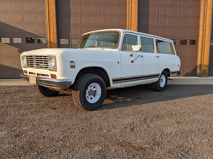 1972 IH International 1110 4wd Travelall