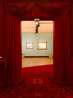 Mise en peinture des tissus de l'exposition Depeaux au Musée des Beaux Arts de Rouen