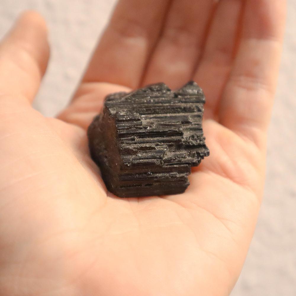 pedra, propriedade das pedras, signo, onde encontrar as pedras, significado das pedras, pedra, pedra bruta, turmalina negra