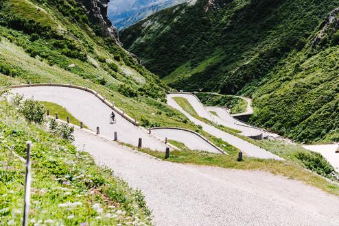 Chasing-Cancellara-Bern-Andermatt-2020-B