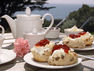 Tea, Cream and Pudding !  - 5 Idioms with three english symbols