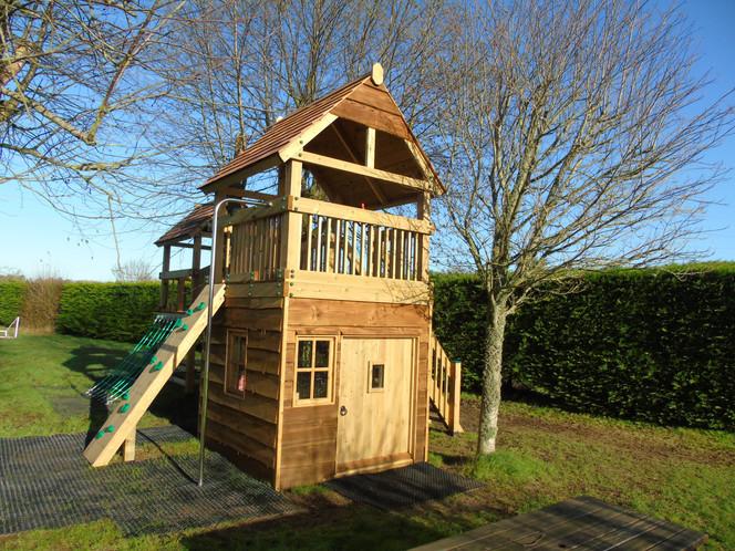 Den Underneath The Treehouse