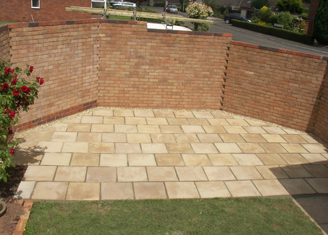 Contemporary Style Patio Using Buff Concrete Slabs